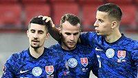 Slovenští fotbalisté se radují z gólu proti Rusku v kvalifikaci o postup na MS.