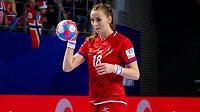 Kapitánka českých házenkářek Iveta Luzumová se chystá k sedmičce v zápase proti Norsku.