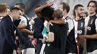 Fotbalisté Juventusu Turín se radují z mistrovského titulu