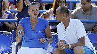 Česká tenistka Petra Kvitová by chtěla zlepšit své maximum na US Open. Na snímku s fedcupovým kapitánem Petrem Pálou