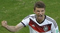 Německý forvard Thomas Müller slaví gól proti Portugalsku na MS v Brazílii.