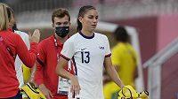 Fotbalistka spojených států alex Morganová opouští hřiště v utkání proti Austrálii.
