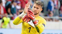 Tomáš Vaclík děkuje fanouškům po výhře na Slovensku.