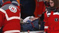 Zraněný Thomas Morgenstern na mamutím můstku v Kulmu.