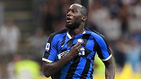 Nová posila Interu Milán Romelu Lukaku oslavuje gól na 3:0 proti Lecce.