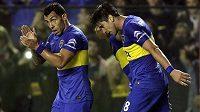 Carlos Tévez a jeho spoluhráči z týmu Boca Juniors se radují ze vstřeleného gólu v utkání Poháru osvoboditelů.