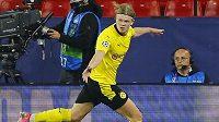 Gólová radost útočníka Dortmundu Erlinga Brauta Haalanda proti Seville.
