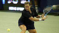Bývalá světová jednička Kim Clijstersová z Belgie při duelu s Ruskou Jekatěrinou Alexandrovovou.