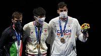 Zleva stříbrný Daniele Garozzo z Itálie, zlatý Ka Long Cheung z HongKongu a bronzový Alex Choupenitch