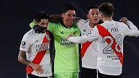 Fotbalisté River Plate se radují z branky
