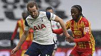 fotbalista Tottenhamu Harry Kane (vlevo) a Romaine Sawyers z West Bromwich Albion v utkání anglické premier League.