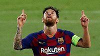 Barcelonský Lionel Messi se raduje po gólu, který nakonec na základě videa nebyl v utkání s Neapolí uznán.