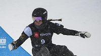 Sněžení dělalo problémy už při slalomových disciplínách. Na snímku Ruska Natalia Sobolevová při paralelním obřím slalomu.