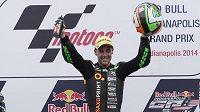 Španěl Efrén Vázquez se raduje z vítězství v motocyklové Grand Prix Indianapolis.