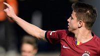 Adam Hložek ze Sparty Praha oslavuje svůj druhý gól během utkání s Opavou.