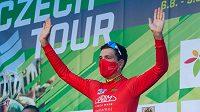 Český cyklista Michal Schlegel na stupni vítězů závodu Czech Tour. Archivní foto