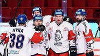 Čeští hokejisté se na Švédských hrách radují z gólu proti Rusku.