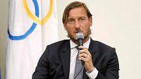 Legenda italského fotbalu Francesco Totti přišel kvůli komplikacím způsobeným onemocněním covidem-19 o otce