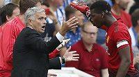José Mourinho (vlevo) a Paul Pogba během společného angažmá v Manchesteru United.