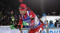 Norský veterán Ole Einar Björndalen ovládl vytrvalostní závod mužů na 20 km v Östersundu.