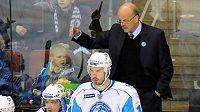 Trenér Marek Sýkora na střídačce hokejistů Minsku