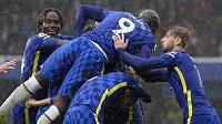 Fotbalisté Chelsea oslavují jednu ze svých branek proti Southamptonu.