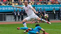 Michael Krmenčík dává třetí gól národního týmu v utkání s Čínou.