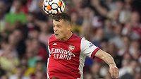 Záložník Arsenalu Granit Xhaka bude s poraněným kolenem šest až osm týdnů bez fotbalu.
