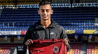 Ahmed Mohamed v únoru 2018, kdy se Spartou podepsal smlouvu.
