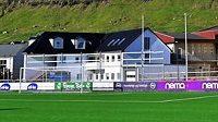 Stadion v Klaksviku je zasazen do romantického ostrovního prostředí...