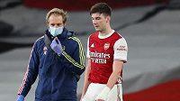 Tierney kvůli potížím s kolenem nedohrál sobotní ligový zápas s Liverpoolem.