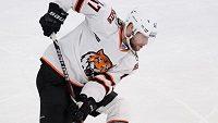 Hokejový obránce Michal Jordán bude i nadále hrát v KHL za Chabarovsk.