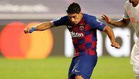 Luis Suárez dává druhý gól Barcelony