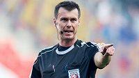 Rozhodčí Pavel Franěk si po chybně nařízené penaltě v derby nezapíská tři zápasy.