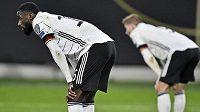 Šokovaní němečtí fotbalisté po porážce se Severní Makedonií
