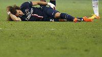 Zraněný obránce Paris St. Germain David Luiz.