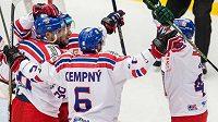 Čeští hokejisté oslavují Krenželokův gól na 1:0 v utkání s Ruskem v Třinci.