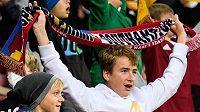Mladí fanoušci Sparty v zápase proti Rangers