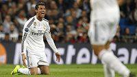 Naštvaný Cristiano Ronaldo v osmifinálové odvetě Ligy mistrů proti Schalke 04, kterou Bílý balet doma prohrál 3:4.