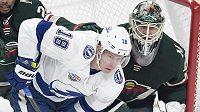 Ondřej Palát z Tampy Bay v sobotním utkání NHL na ledě Minnesoty.