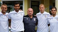 Klubový šéf Adolf Šádek (uprostřed) si v Rakousku pojistil služby hned čtyř hráčů Víktorie.