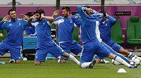 Řeckým fotbalistům bude ve čtvrtečním úvodním utkání baráže o postup na mistrovství světa s Chorvatskem chybět obránce Kostas Manolas. Šestadvacetiletého zadáka AS Řím potrestala FIFA za to, že si nechal úmyslně dát žlutou kartu.