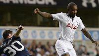 Hráči Tottenhamu (v bílém) ve čtvrtek vyřadili v Evropské lize Tbilisi.