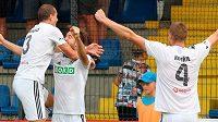 Fotbalisté Karviné se radují z branky (archivní foto)