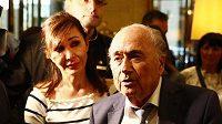 Bývalý šéf FIFA Sepp Blatter před novináři v Moskvě.