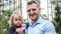 Judista Lukáš Krpálek s dcerou Marianou vysadil v pražské Botanické zahradě svůj strom.