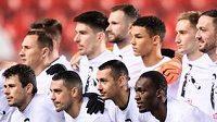 Fotbalisté Slavie Praha a Jablonce společně vyjádřili podporu pro zraněného Davida Hovorku.