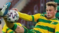 Fotbal v Bělorusku stále běží... Na snímku Jegor Chvalko z Nemanu Grodno.