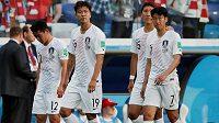 Korejští fotbalisté po porážce se Švédskem. Před duelem s Německem přišli o kapitána.