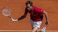 Ruský tenista Daniil Medvěděv v utkání s Fokinou